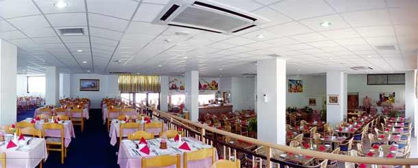Ресторан в отеле Kapetanios Bay 3 фото