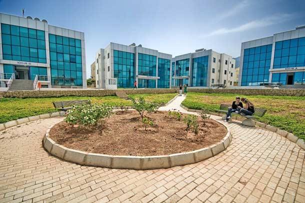 Университет Girne American University