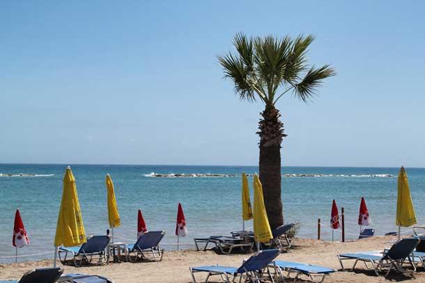 Песчанный пляж Героскипу на Кипре