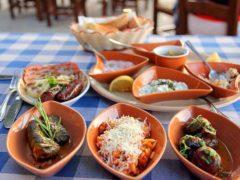 Мезе на Кипре: рыбное и мясное блюдо, фото, видео