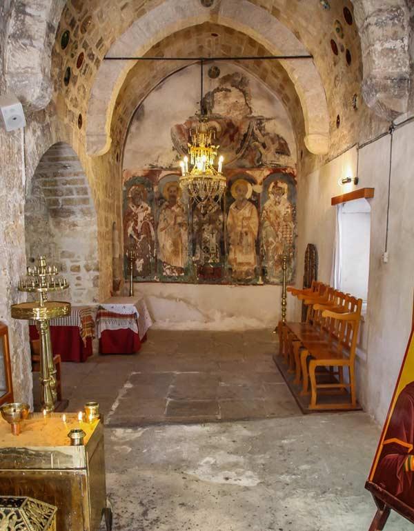 Внутри храма Святой Анны