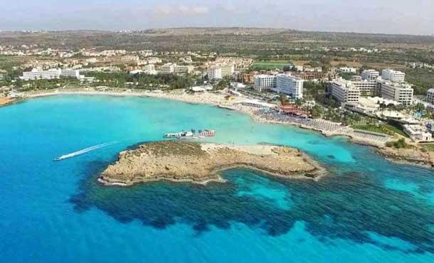 Пляж Нисси бич Айя Напа Кипр