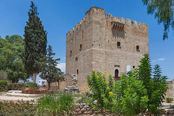 Древний замок Колосси фото