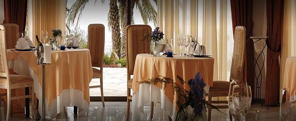 Ресторан Romanzzino в отеле Корал Бич в Пафосе