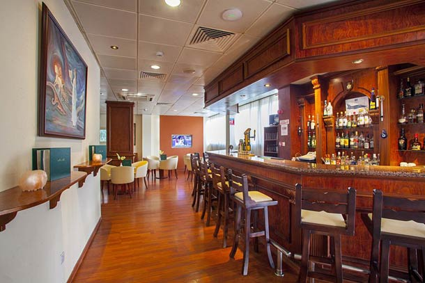 Бар Anchor Kapetanios Limassol hotel