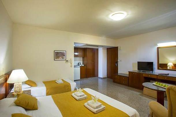 Эксклюзивный номер в отеле Kapetanios Limassol hotel 3