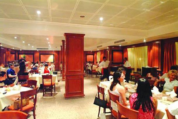 Ресторан в Kapetanios Limassol 3