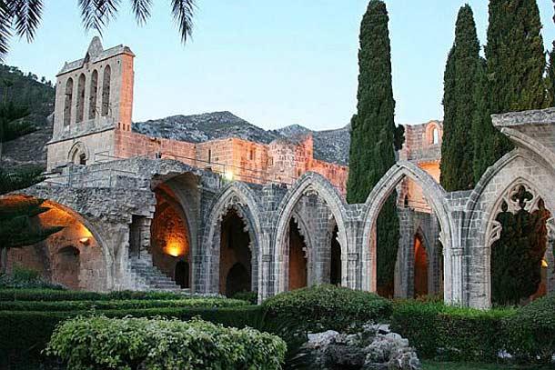 Аббатство Беллапаис в Кирении (Кипр)