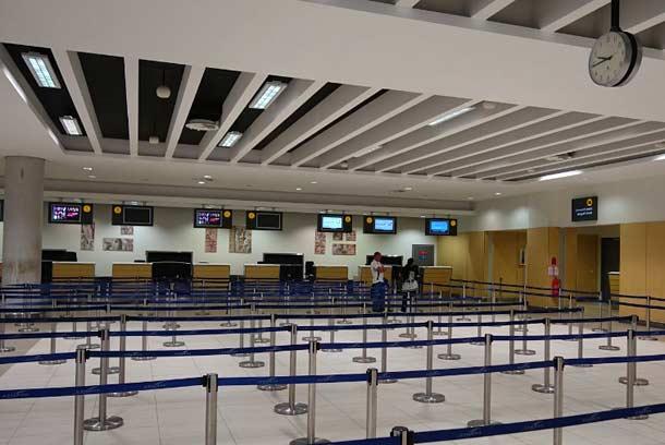 Стойка регистрации в аэропорту Пафосаa