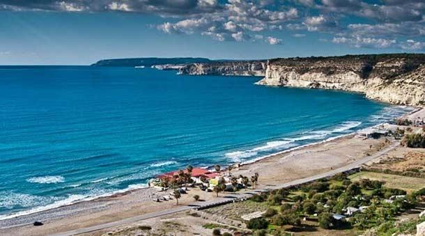 Популярный пляж Курион на Кипре