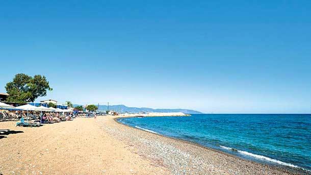 Пляж около города Лачи (Кипр)