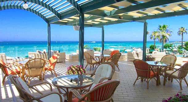 Бар в отеле Sunrise Pearl Hotel & Spa