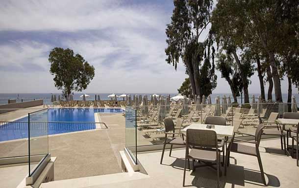Бассейн в отеле Harmony Bay Hotel 3