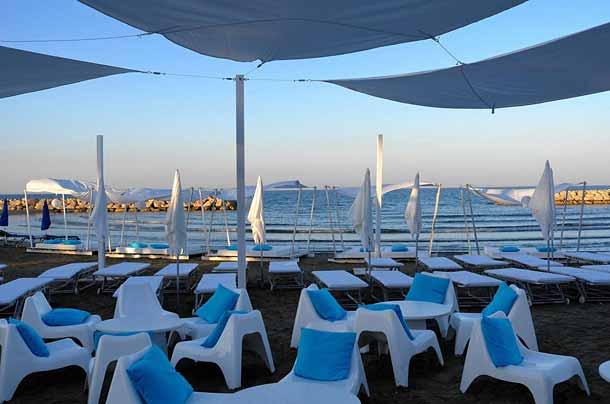 Пляж рядом с отелем Санди Бич (Кипр)