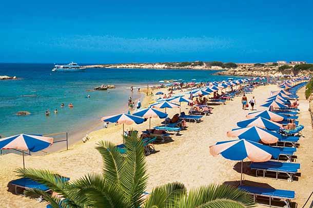 Песчанный пляж в Aloe hotel 4 в Пафосе