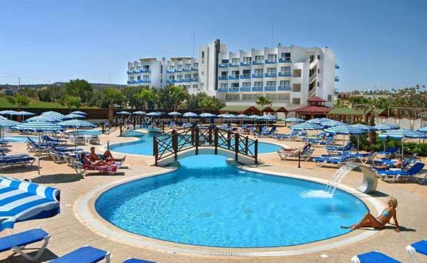 Открытые бассейны в Polycarpia hotel 4 Protaras Кипр