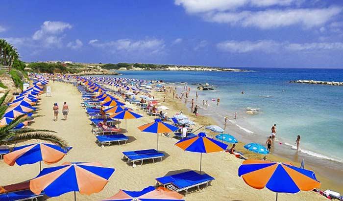 Пляж Корал Бэй в Пафосе