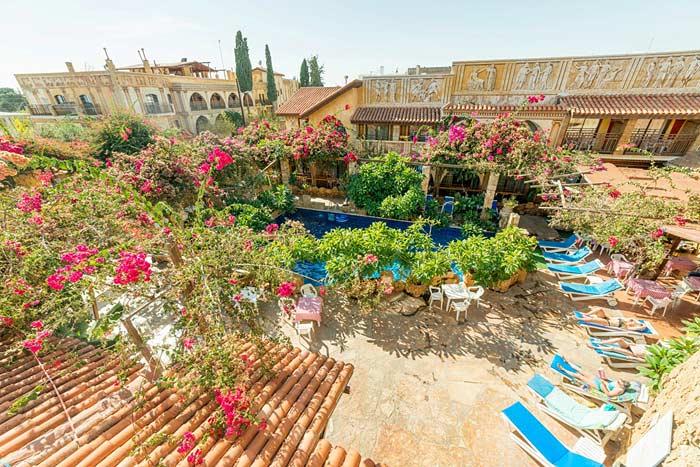 Открытый басейн в отеле Roman Hotel 3 Кипр, Пафос
