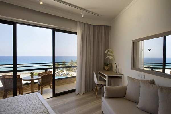 Номер в Venus Beach Hotel 5 на Кипре