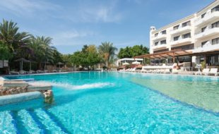 Отель Paphos Gardens Holiday Resort 3* на Кипре