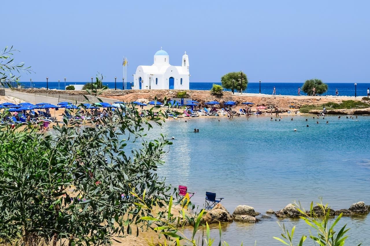 кипр осенью пляж